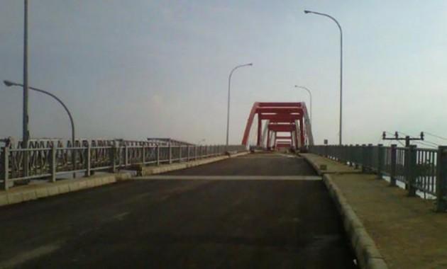Cerita Jembatan Paling Angker di Indonesia